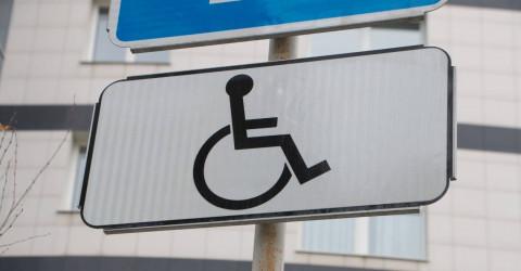 Автомобилистам с инвалидностью больше не нужно оформлять парковочные разрешения