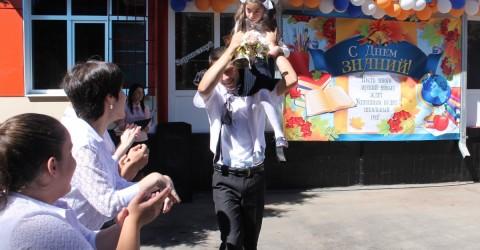 """День знаний в республиканском детском доме- интернате """"Забота"""""""