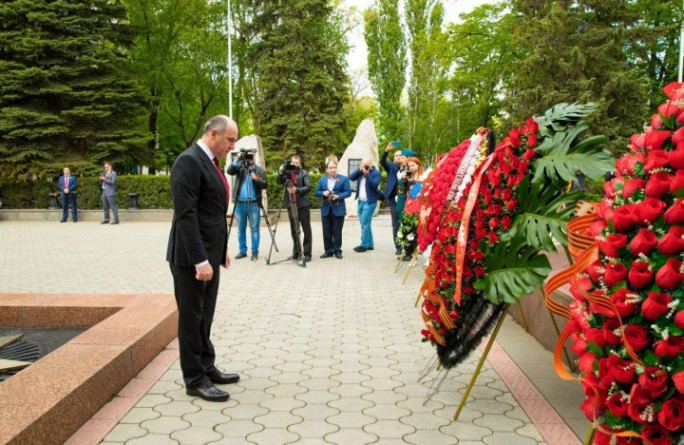 Глава Карачаево-Черкесии Рашид Темрезов почтил память погибших в Великой Отечественной войне
