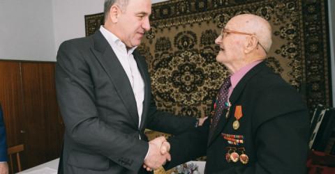 От имени Президента России Рашид Темрезов поздравил ветерана войны Николая Антипова с 95-летием со дня рождения