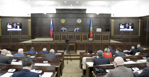 Парламент КЧР принял поправки к закону о ежемесячных выплатах на детей от 3 до 7 лет
