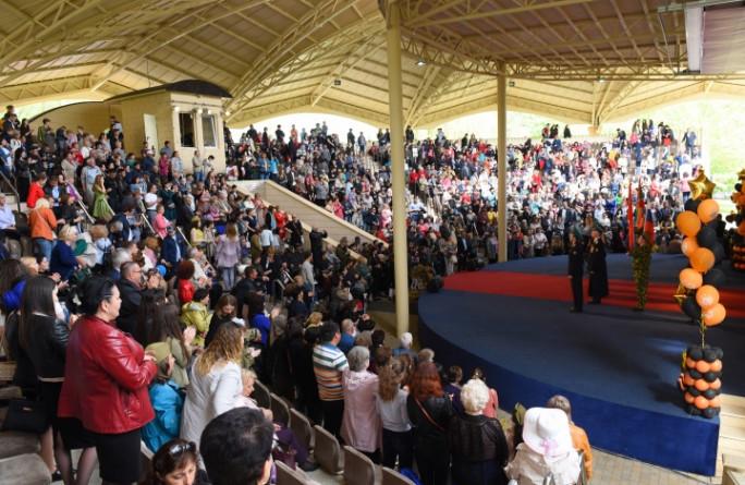 Массовыми народными гуляниями и большим праздничным концертом отметили жители КЧР День Победы