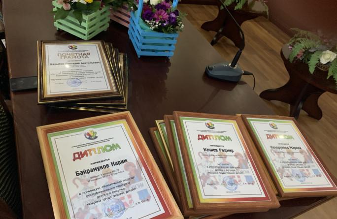 Награждение победителей конкурса рисунков по охране труда