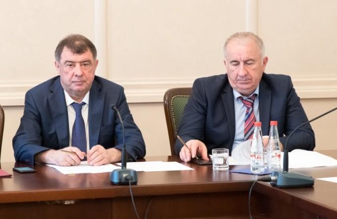 Премьер-министр Карачаево-Черкесии Аслан Озов провел заседание Правительства региона