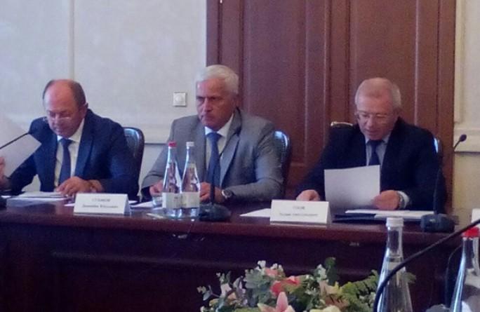 Премьер-министр КЧР Аслан Озов провел совещание по вопросу трудоустройства людей с ограниченными возможностями