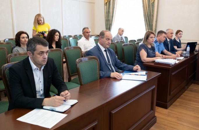 Премьер-министр КЧР Аслан Озов провел заседание Правительства