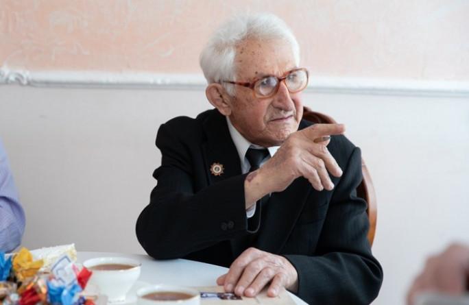 Рашид Темрезов поздравил с днем рождения ветерана Великой Отечественной войны Хамита Канаматова