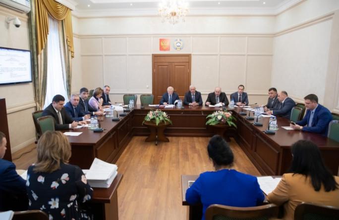 Ряд социально значимых проектов постановлений приняли члены кабинета министров на заседании Правительства Карачаево-Черкесии
