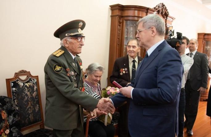 Юрий Чайка вручил памятные медали «75 лет Победы в Великой Отечественной войне 1941−1945 гг.» ветеранам из Карачаево-Черкесии