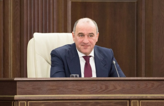 По поручению Рашида Темрезова в Карачаево-Черкесии возобновлены денежные выплаты многодетным семьям