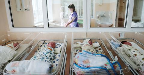 По решению Рашида Темрезова в Карачаево-Черкесии впервые будет предоставляться единовременная выплата семье, при рождении второго ребенка в размере 20 тысяч рублей