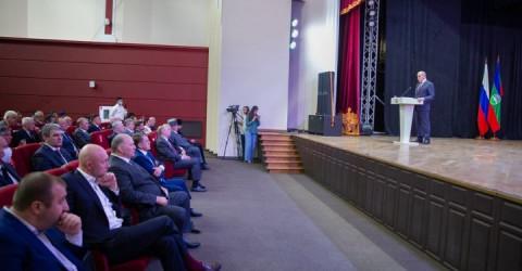 Рашид Темрезов объявил о новой единовременной выплате 35 тысяч рублей за рождение 3 ребенка