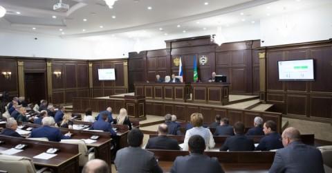 Рашид Темрезов поблагодарил депутатов Парламента Карачаево-Черкесии за эффективную работу в уходящем году