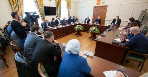 Совершенствование системы работы благотворительных организаций в Карачаево-Черкесии обсудил Рашид Темрезов с членами Ассоциации «Во благо»