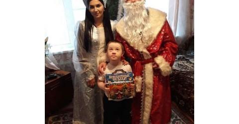 Специалисты Росинки поздравили детей с ограниченными возможностями