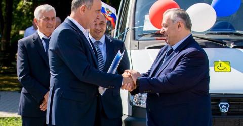 В Карачаево-Черкесию в рамках нацпроекта «Демография» поступило 14 автомобилей для комфортной перевозки людей пожилого возраста