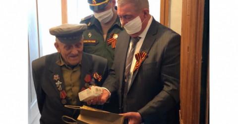 Ветераны Карачаево-Черкесии получают бесплатные мобильные телефоны