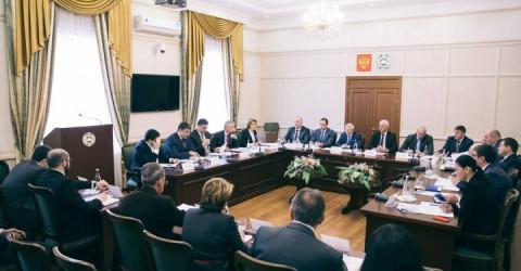 Вопрос реализации мероприятий нацпроектов обсудили в Доме Правительства под председательством премьер-министра Аслана Озова