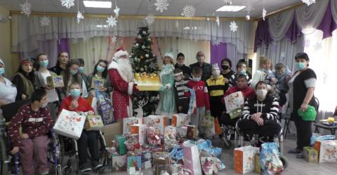 Замечательные подарки с игрушкой и поздравлением получили 540 детей находящихся в трудной жизненной ситуации